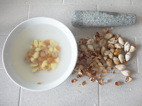 crack the ginkgo nuts, soak the nuts in water