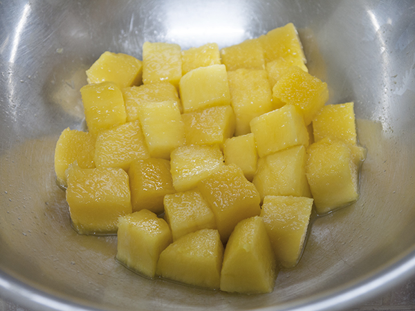cut mango into cubes
