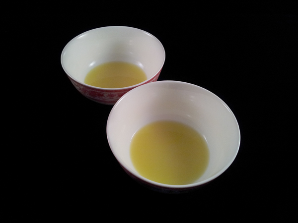 divide ginger juice into two bowls