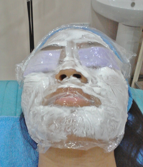 Fractional Co2 Laser Procedure - Anesthetic Cream Application