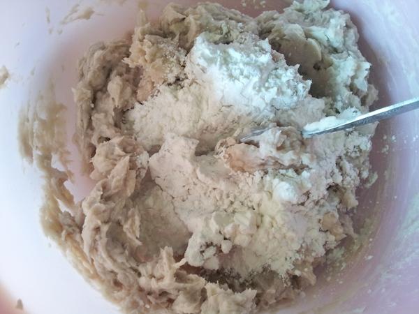 mix taro, sugar, tapioca flour and potato starch