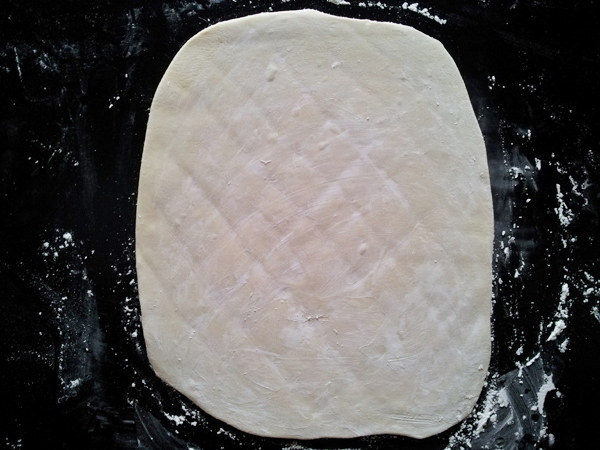 spread the dough evenly in a square and apply the starch on the dough